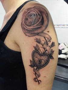 Rosa-Corazón-Jorge García-Tatuajes L'Eliana