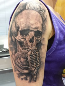 tatuaje-skull-calavera-rosas-jorge garcía-tatuajes l'eliana