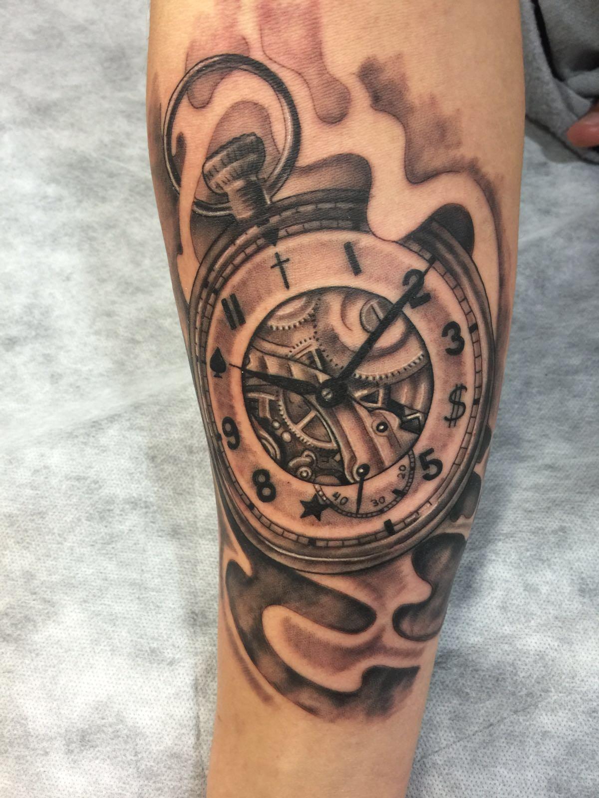 tatuaje-tattoo-reloj-jorge garcía-tatuajes l'eliana