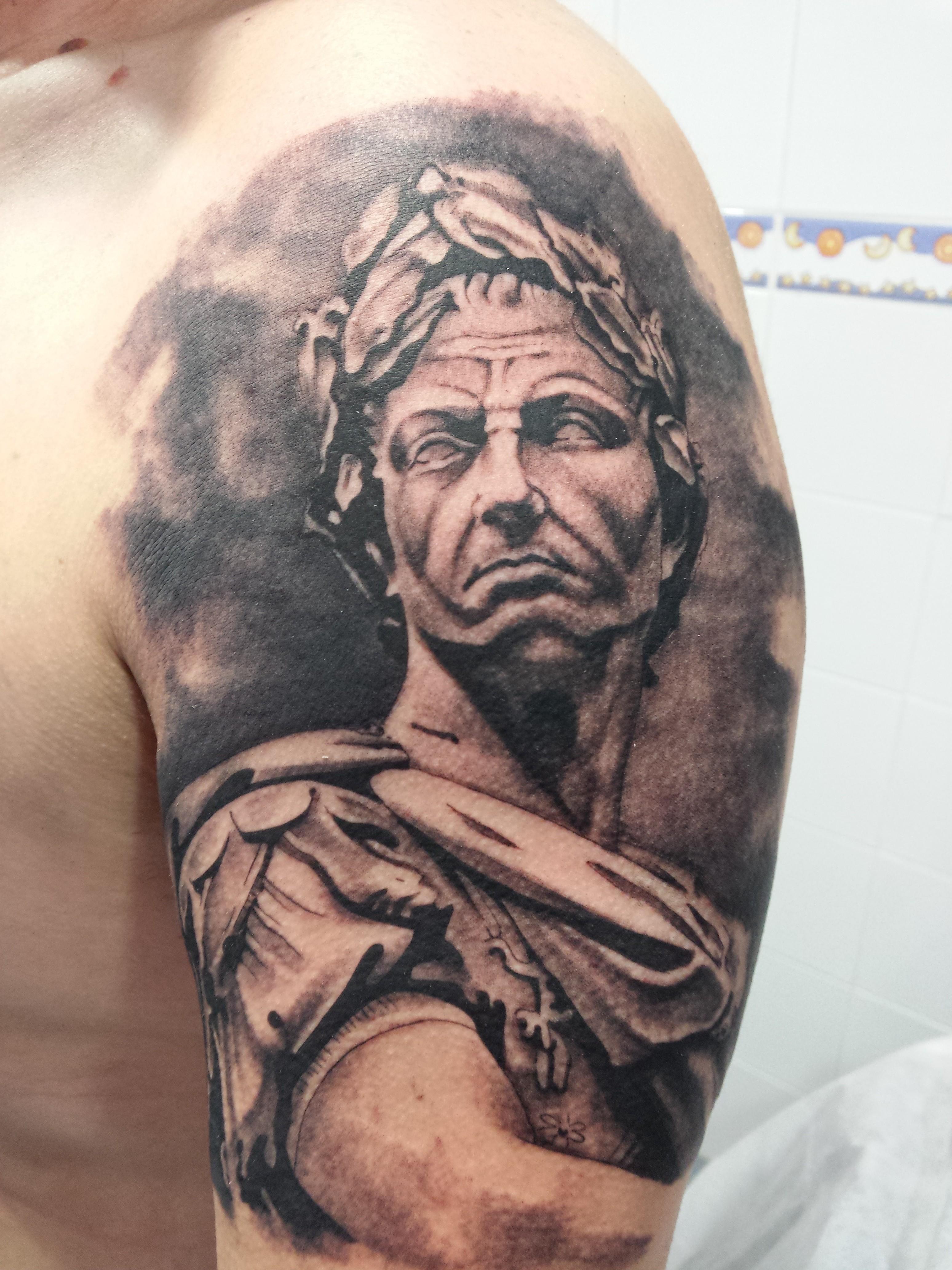 tattoo césar-estatua-jorge garcía-tatuajes L'Eliana