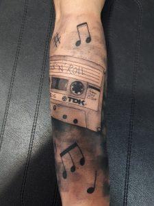 Tatuaje cinta casette-Tatuajes L'Eliana